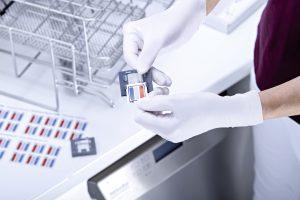 Einfache und schnelle Routinekontrolle von Aufbereitungsprozessen mit dem Indikator ProCare Sure I-PM von Miele.
