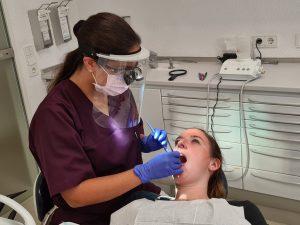 Die Dentalhygienikerin