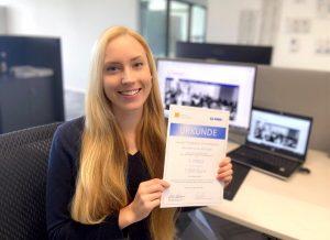 """Mariette Altrogge, Absolventin des Studiengangs Dentalhygiene & Präventionsmanagement (B.Sc.), gewinnt den 1. Platz des """"meridol Förderpreis Dentalhygiene"""" für das Jahr 2019."""