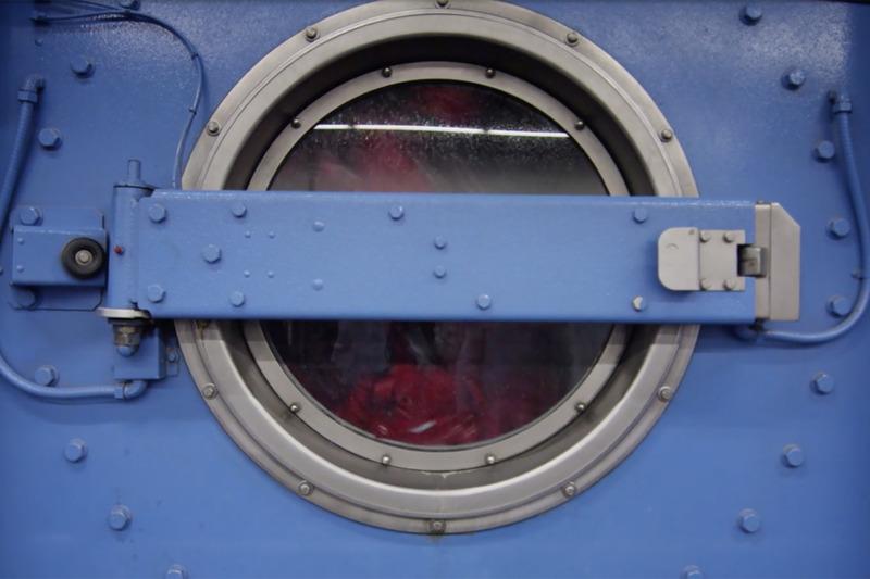 Hygiene bei Berufskleidung: Textile Mietdienstleister wie die DBL arbeiten in der Regel mit chemothermischen Desinfektionsverfahren.